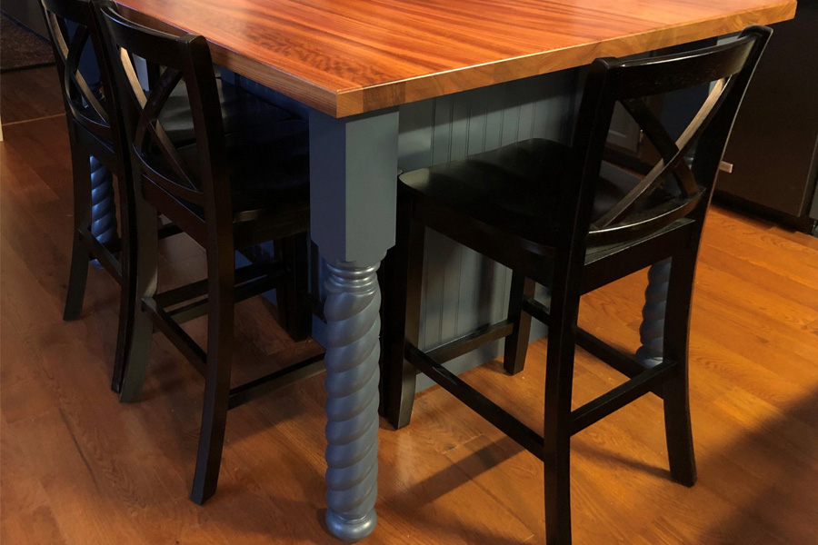 Traditional interior design with table legs